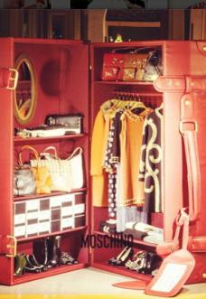 Moschino-vetrina-boutique-Milano