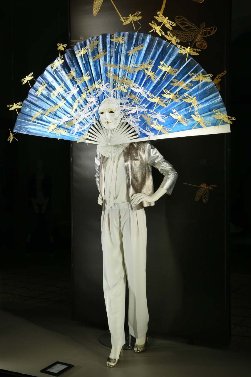 drop-the-mask-elena-borghi-papercraft